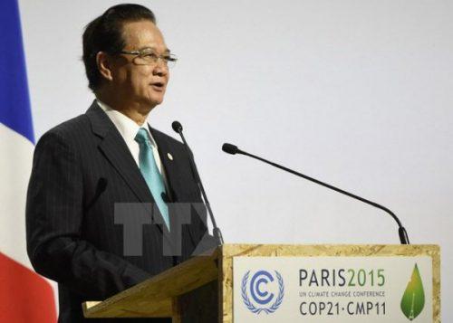 Thủ tướng Nguyễn Tấn Dũng phát biểu tại phiên họp toàn thể Hội nghị cấp cao lần thứ 21 Công ước khung của Liên hợp quốc về biến đổi khí hậu tại Paris (Pháp), ngày 31/11/2015. (Ảnh: Tư liệu TTXVN)