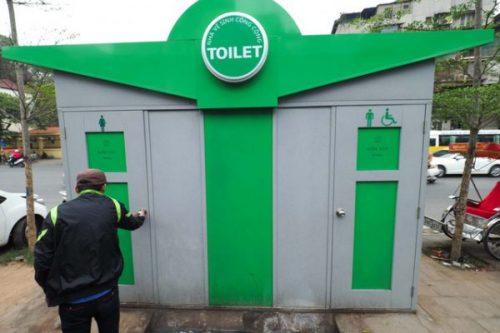 Hà Nội: Hàng chục toilet công cộng mới hoạt động đã bí bét - Ảnh 1.