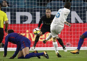 Kovacic rút ngắn tỷ số xuống 1-2 cho Real Madrid