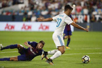 khi vượt qua Alba ghi bàn gỡ hòa 2-2 cho Real Madrid ở cuối hiệp 1
