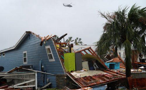 Dân Mỹ mất mát hàng chục tỉ USD vì bão Harvey