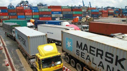 Tạm giam một công chức hải quan vụ mất tích hơn 200 container - Ảnh 1.