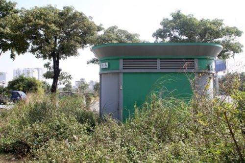 Hà Nội: Hàng chục toilet công cộng mới hoạt động đã bí bét - Ảnh 2.