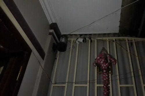 Lắp camera từ nhà ra ngõ để... bán ma túy từ xa - Ảnh 1.