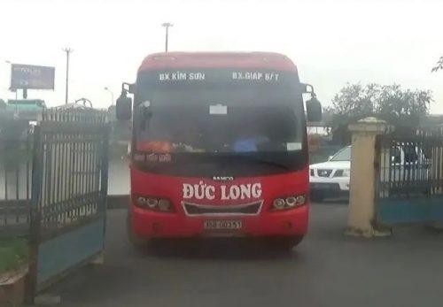 """CSGT bắt giữ xe 29 chỗ """"nhồi nhét"""" 64 khách từ Hà Nội đi Ninh Bình - 1"""