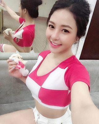 lam gi de co dang boc lua nhu 2 hot girl nong cung world cup: tram anh, tra my hinh anh 13