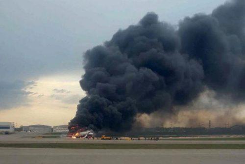 Máy bay chở khách của Nga cháy dữ dội sau khi hạ cánh khẩn cấp, 41 người thiệt mạng - 2