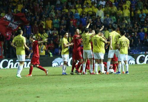 Thái Lan chơi thô bạo với đội tuyển Việt Nam: Còn đâu vị thế ngày xưa! - 1