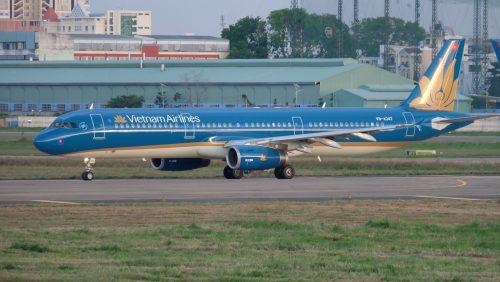 may bay vietnam airlines ha canh khan cap tai da nang cuu nu hanh khach hinh anh 1