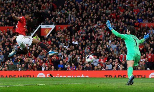 Rashford (trái) sút tung lưới Liverpool ở phút 36. Ảnh: Shutterstock.