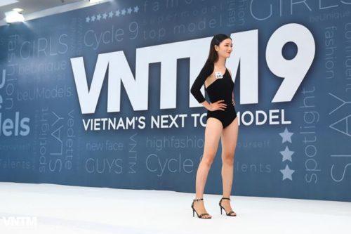 thi sinh vietnam's next top model dien ao tam ho bao khi tuyen truc tiep hinh anh 6