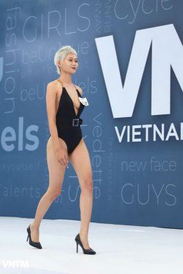 thi sinh vietnam's next top model dien ao tam ho bao khi tuyen truc tiep hinh anh 17