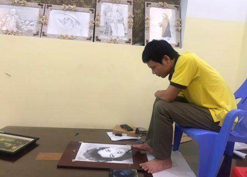Kinh ngạc chân dung nghệ sĩ được vẽ... bằng chân của chàng trai 8X - 2