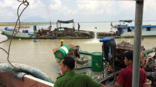 Kết quả hình ảnh cho Bình Phước: Tạm giữ 3 tàu khai thác cát trái phép