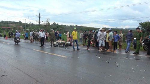 Xe máy tông trực diện xe tải ở Bình Phước, 2 thanh niên tử vong
