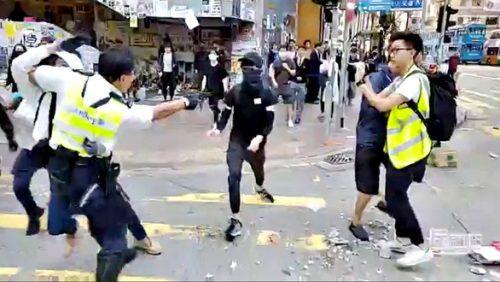 Biểu tình Hong Kong tăng cấp độ bạo lực - Ảnh 1.