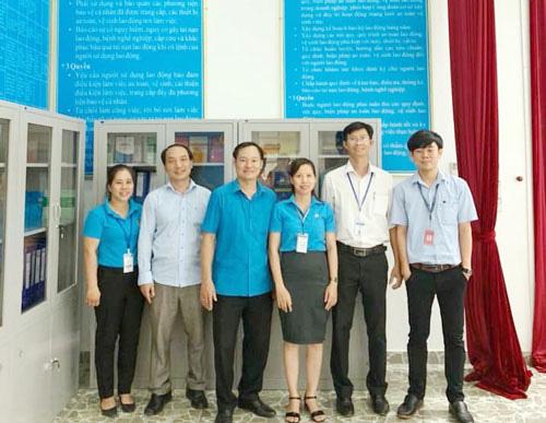 Bình Phước: Tặng Góc bảo hộ lao động cho doanh nghiệp - Ảnh 1.