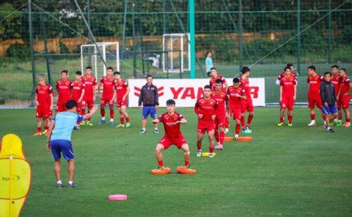 Cận cảnh đội tuyển Việt Nam tập luyện trước tái đấu Thái Lan - Ảnh 5.