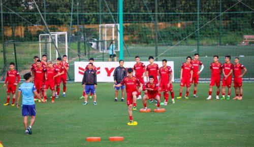 Cận cảnh đội tuyển Việt Nam tập luyện trước tái đấu Thái Lan - Ảnh 6.