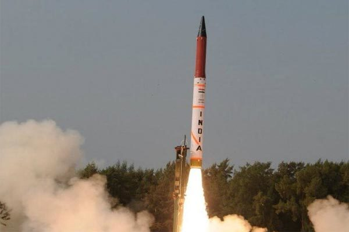 Ấn Độ vừa thử tên lửa đạn đạo, Pakistan vội phóng vũ khí đáp trả