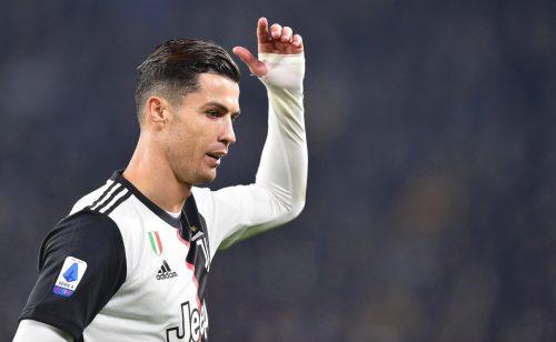 Ronaldo 'bệnh ngôi sao', phản ứng bất ngờ khi bị thay ra
