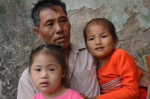 Vợ chồng nghèo đến cùng cực bán cả ruộng để cứu con - 5