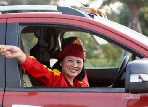 Bố mẹ Văn Hậu sẽ tới Hà Lan du lịch và thăm con trai