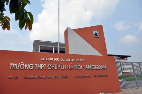 Hà Nội tuyển bổ sung vào trường chuyên, loại học sinh trung bình