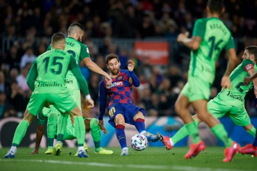 barcelona huy diet doi thu, messi can cot moc khung hinh anh 1