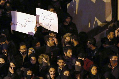 Hàng nghìn người Iran xuống đường biểu tình sau vụ bắn rơi máy bay