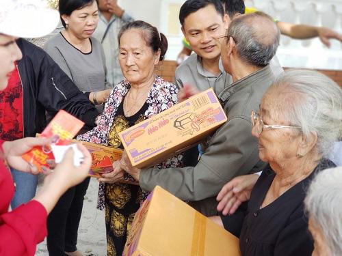 Trao quà cho người khiếm thị tại hai huyện Chơn Thành và Bù Đăng tỉnh Bình Phước - Ảnh 2.