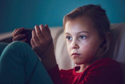 3 'chìa khoá' ngắt cơn nghiện điện thoại, máy tính của trẻ