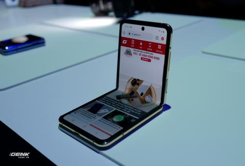 Trên tay Galaxy Z Flip - chiếc smartphone gập dọc bằng kính dẻo, giá 1.380 USD - Ảnh 2.