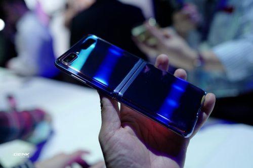 Trên tay Galaxy Z Flip - chiếc smartphone gập dọc bằng kính dẻo, giá 1.380 USD - Ảnh 10.