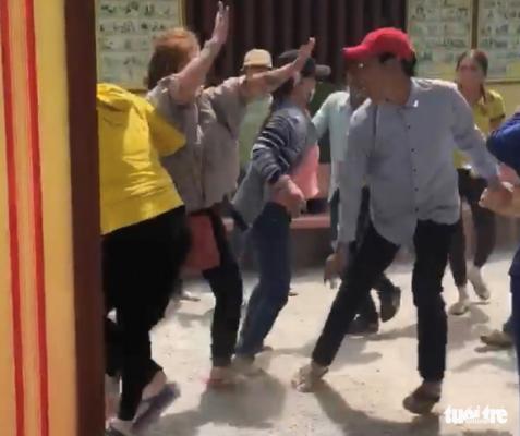 Truy lùng nhóm cướp táo tợn đánh du khách tại chùa Lầu - Ảnh 1.