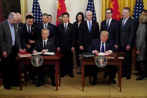 Mỹ muốn mạnh tay thêm với TQ, ông Trump 'nói không'