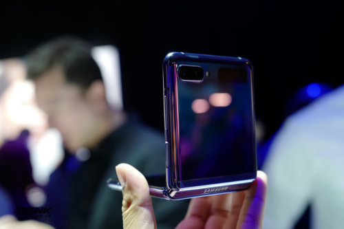 Trên tay Galaxy Z Flip - chiếc smartphone gập dọc bằng kính dẻo, giá 1.380 USD - Ảnh 5.