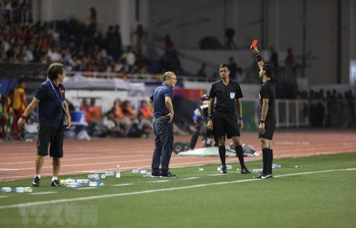 Ông Park nhận thẻ đỏ ở trận chung kết SEA Games 30 vì lỗi phản ứng. (Ảnh: TTXVN)