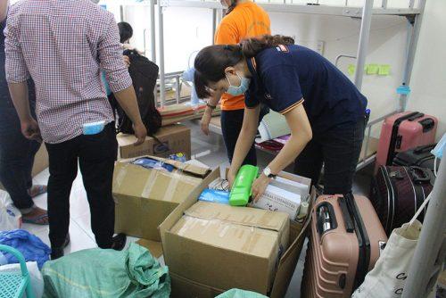 Hàng trăm tình nguyện viên dọn ký túc xá đón người cách ly - ảnh 6