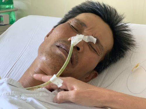 Xót xa cảnh người vợ khóc cạn nước mắt vì chồng, con ung thư - 1