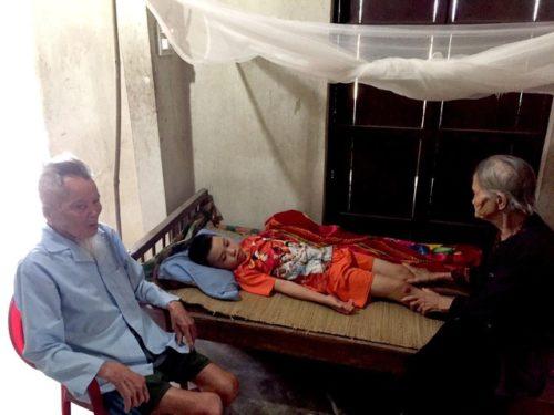 Xót xa cảnh người vợ khóc cạn nước mắt vì chồng, con ung thư - 5