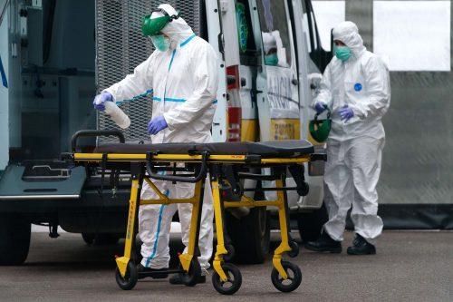 Mỹ có số người tử vong vì Covid-19 cao kỷ lục, châu Âu cận kề đỉnh dịch