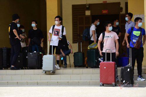 Hơn 900 người hết thời hạn cách ly ở Sài Gòn được về nhà