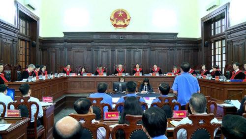 Khi Chánh án và Viện trưởng nói ngược nhau 180 độ - Ảnh 1.