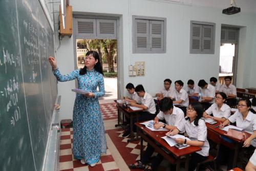 Đánh giá, xếp loại học sinh kết hợp giữa nhận xét và điểm số - Ảnh 1.