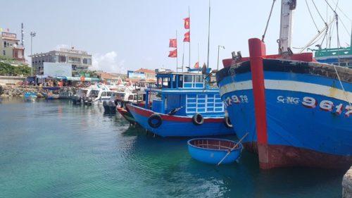 Tàu cá của ngư dân Việt Nam neo đậu tại cảng cá Lý Sơn, Quảng Ngãi. Ảnh: TẤN VIỆT