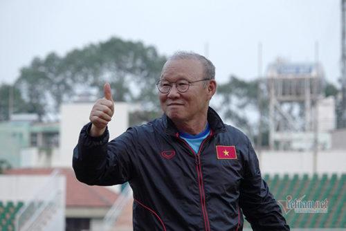 Chân sút tuyển Việt Nam dính 'bão': Thầy Park không vội lo!