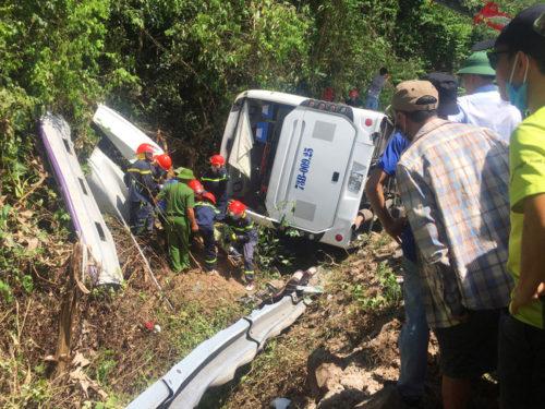 Liên tiếp xảy ra tai nạn giao thông xe khách nghiêm trọng: Lỗ hổng quản lý, sử dụng lái xe - Ảnh 1.