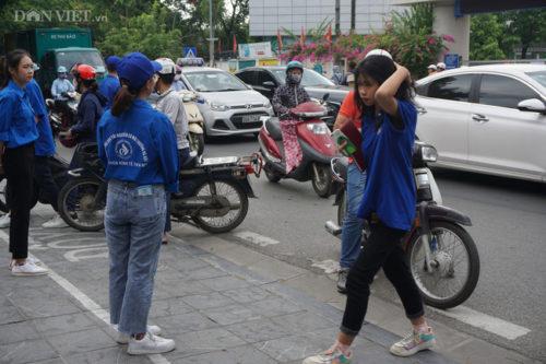 Gần 90.000 thí sinh tại Hà Nội bắt đầu thi vào lớp 10, lo đề Ngữ văn sẽ rơi vào Covid-19 - Ảnh 2.
