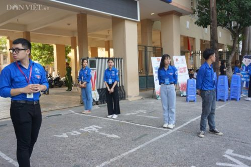 Gần 90.000 thí sinh tại Hà Nội bắt đầu thi vào lớp 10, lo đề Ngữ văn sẽ rơi vào Covid-19 - Ảnh 3.